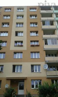 Prodej bytu 3+1 ve 3.patře domu ve Vejprnické ulici na Škvrňanech v Plzni